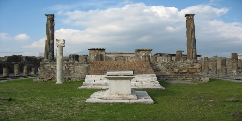 Pompeii Temple of Apollo - Irish Rugby Tours, Rugby Tours To Italy